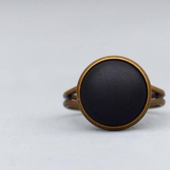 basic-ring-mit-matt-schwarzem-stein-bronze-7