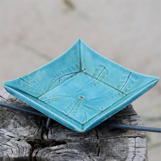 keramik-seifenschale-farn-blau-handgetoepfert-scharbeutz-3
