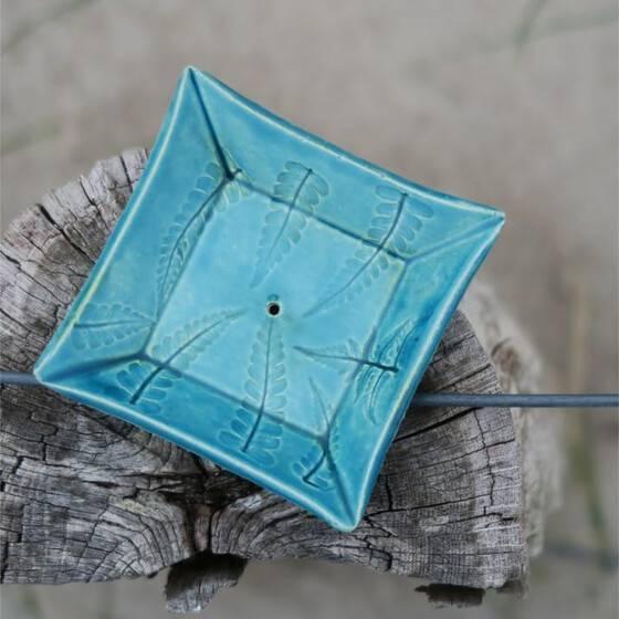 keramik-seifenschale-farn-blau-handgetoepfert-scharbeutz-4