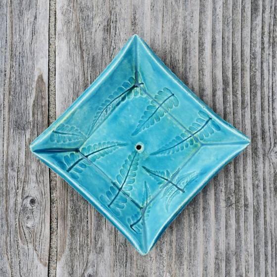 keramik-seifenschale-farn-blau-handgetoepfert-scharbeutz