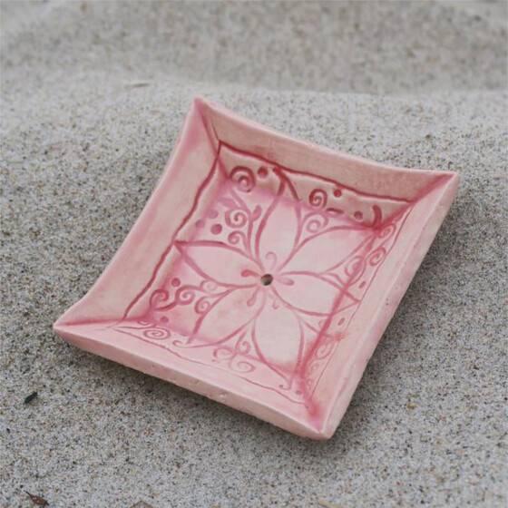 keramik-seifenschale-mandala-handgetoepfert-rosa-3