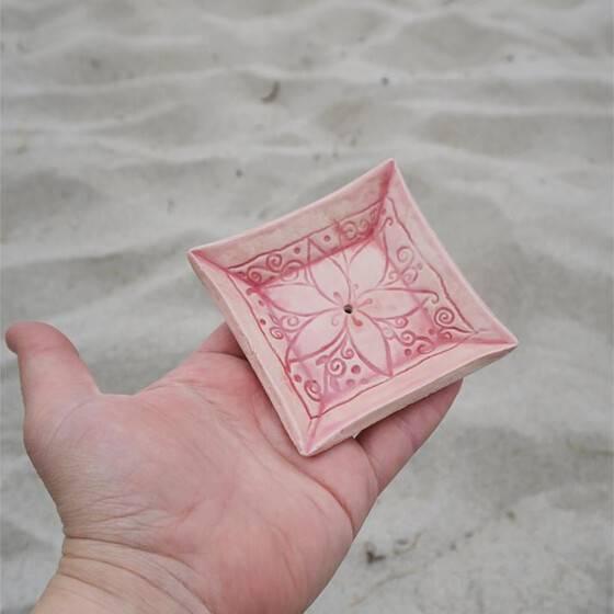 keramik-seifenschale-mandala-handgetoepfert-rosa-4