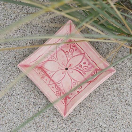keramik-seifenschale-mandala-handgetoepfert-rosa