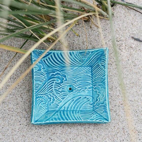 keramik-seifenschale-welle-handgetoepfert-blau