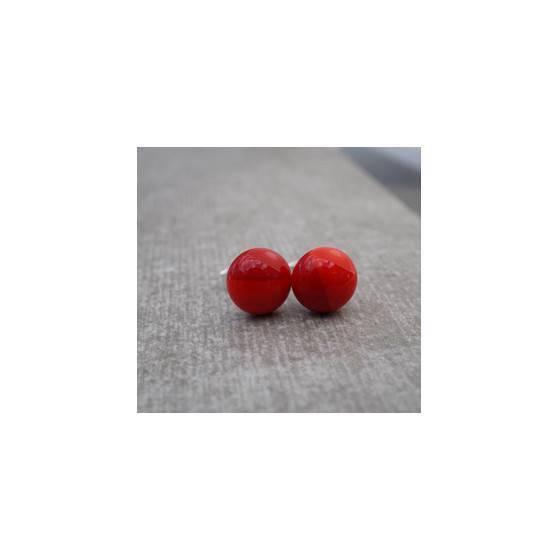 zierliche-ohrstecker-minimalistische-ohrstecker-aus-roten-glas-koralle