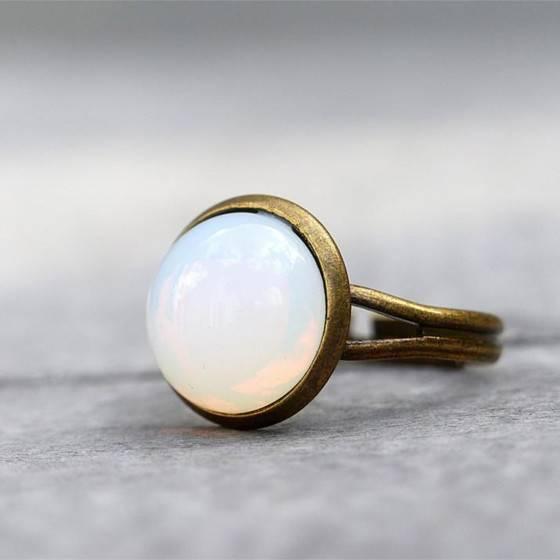 mondschein-zarter-eleganter-ring-white-opal-glasstein-2