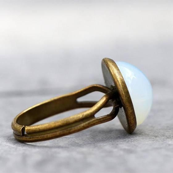 mondschein-zarter-eleganter-ring-white-opal-glasstein-3