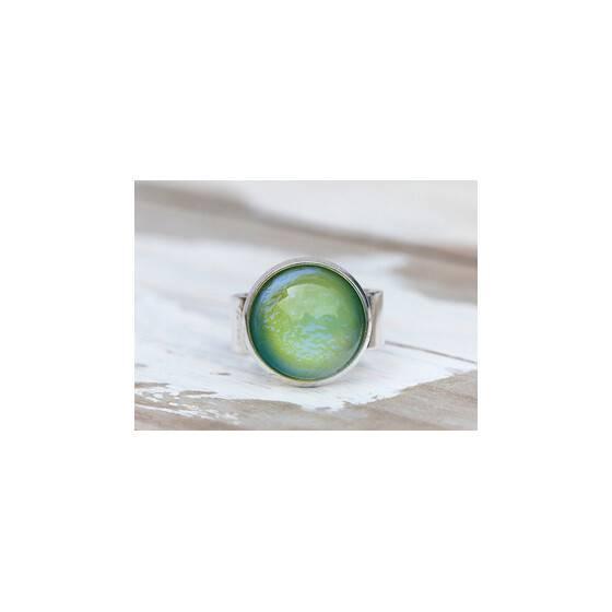 ring-mit-seltenen-vintage-glasstein-schillernd