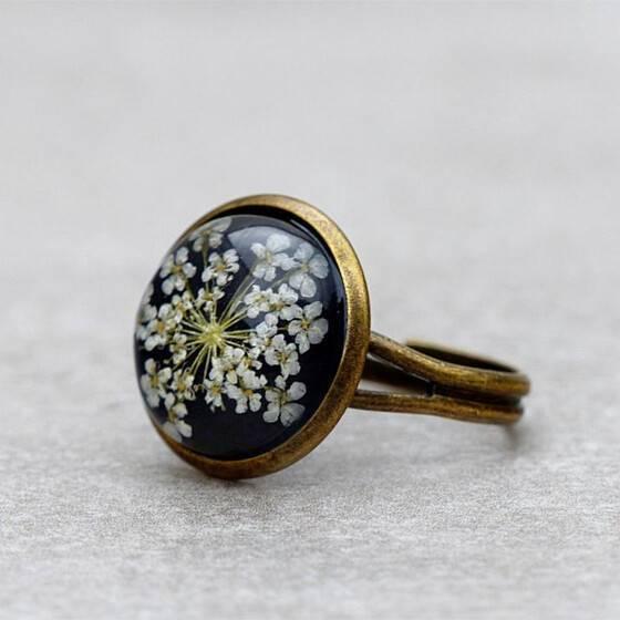 ring-echte-bluete-zarte-weisse-bluete-sommer-schmuck-ring-2
