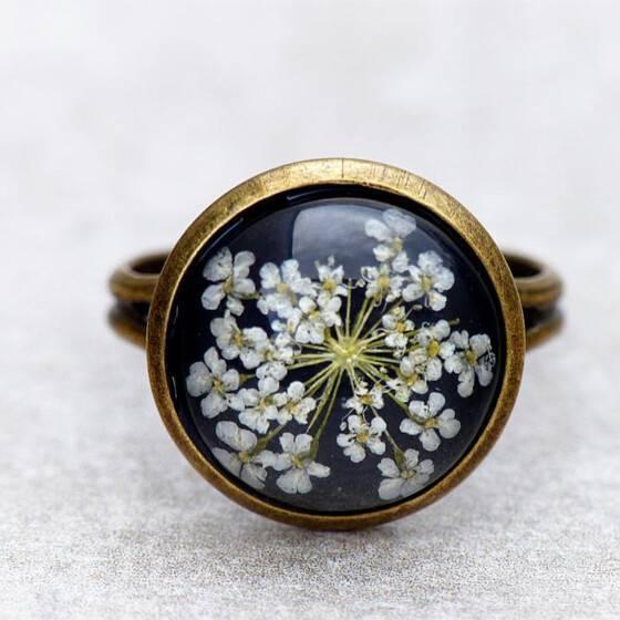 ring-echte-bluete-zarte-weisse-bluete-sommer-schmuck-ring-3