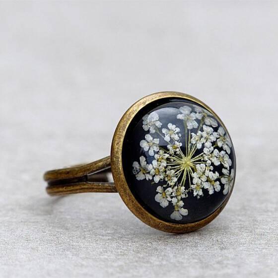 ring-echte-bluete-zarte-weisse-bluete-sommer-schmuck-ring