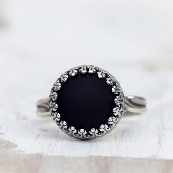 kroenchen-ring-matt-schwarz-schmuckstein-3