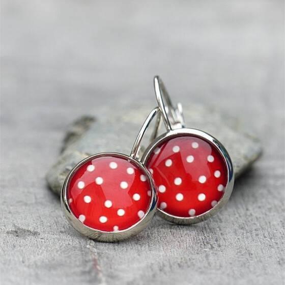 polka-dots-ohrringe-weisse-puenktchen-auf-rot-silberfarben