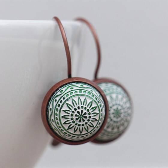ohrhaenger-marokko-relief-gruen-kupfer-fassung-orientalischer-schmuck-arabisch