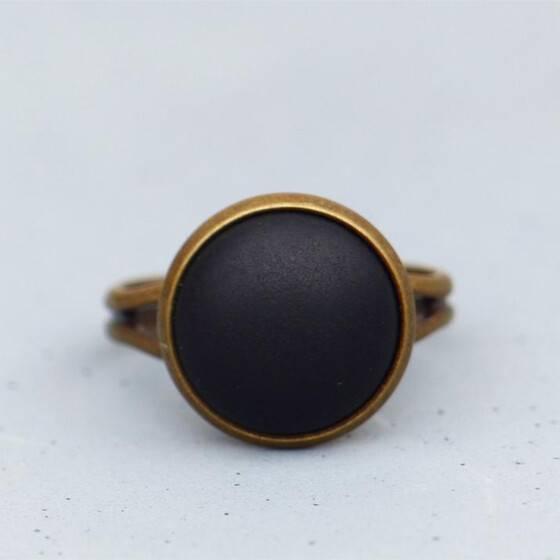 basic-ring-mit-matt-schwarzem-stein-bronze-2