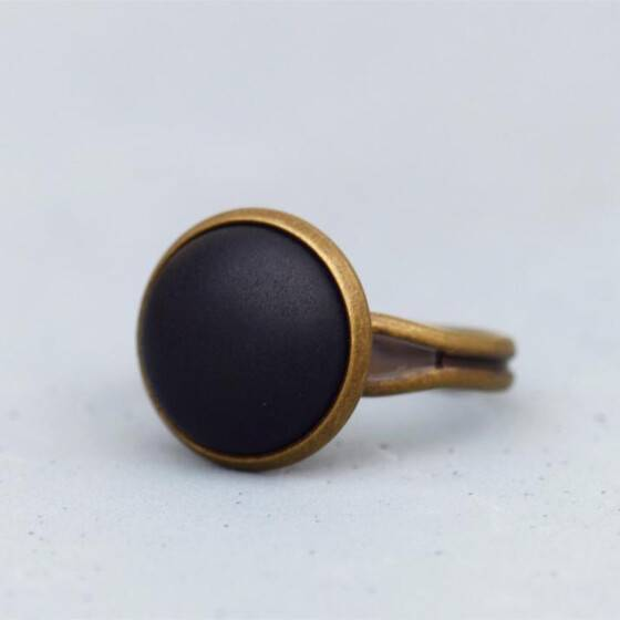 basic-ring-mit-matt-schwarzem-stein-bronze-3