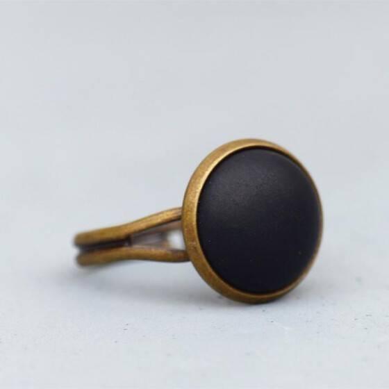 basic-ring-mit-matt-schwarzem-stein-bronze