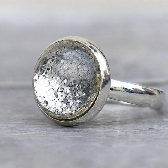 groessenverstellbar-ring-shiny-silver-festlicher-ring-leuchtend-3