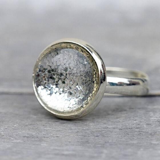 groessenverstellbar-ring-shiny-silver-festlicher-ring-leuchtend-4
