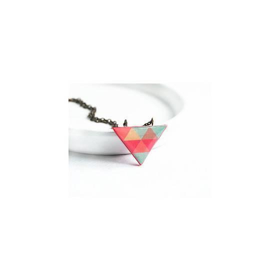 kleine-dreiecks-halskette-geomettrischer-schmuck-clone